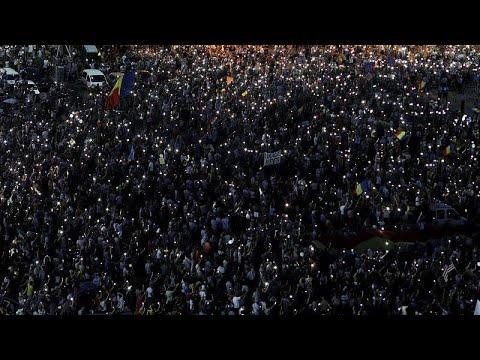 الآلاف يتظاهرون في بوخارست مطالبين باستقالة الحكومة