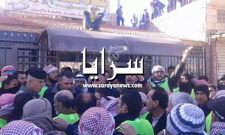 """بالصور ..  اهالي """"الزعتري"""" يعتصمون ضد تهميشهم ويطالبون بتشغيل أبناءهم في مخيم اللاجئين"""