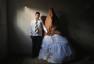 بالصور .. العروس لم تكمل الـ١٤ والعريس في الـ ١٥ وبدون بطاقات هوية