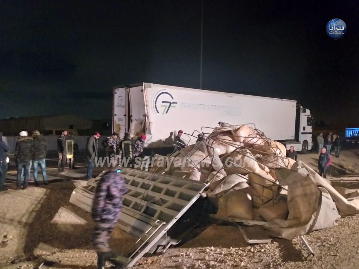 بالصور  .. وفاة واصابة في حادث مروع بين ديانا وتريلا على طريق 100