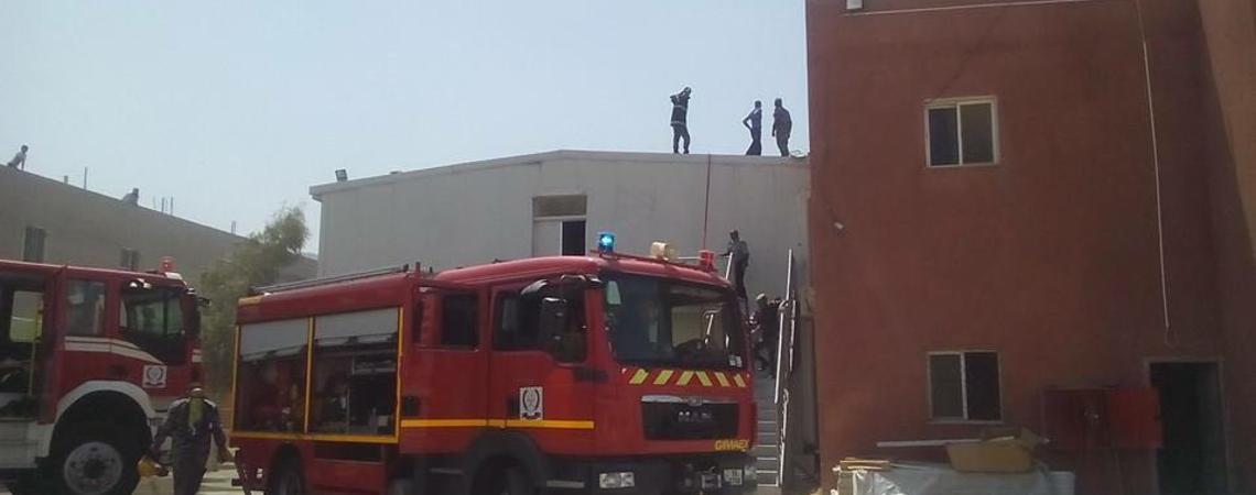 الدفاع المدني يخمد حريقا بمستودع في العقبة
