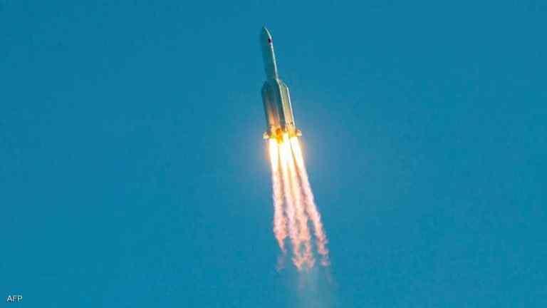 الأردنيون على موعد آخر مع رؤية الصاروخ الصيني التائه في السماء