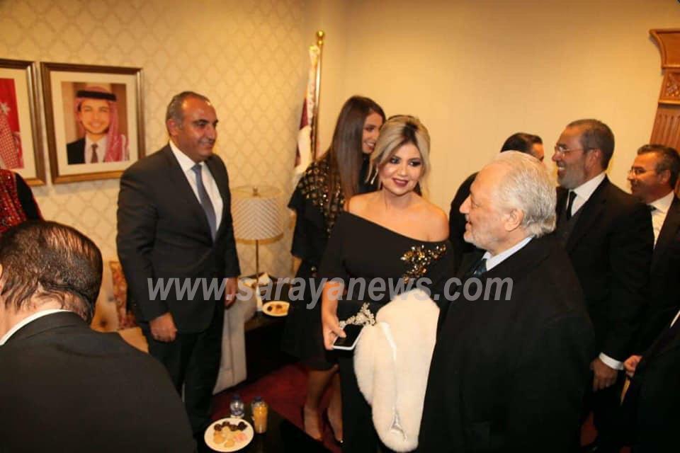 بالصور  ..  انتقادات لاذعه لامين عمان بسبب تكريمه لصفيه العمري وحليمه بولاند