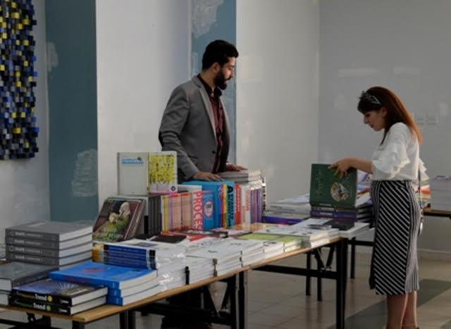 معرض للكتاب الجامعي في كلية العمارة والتصميم بجامعة عمان الأهلية