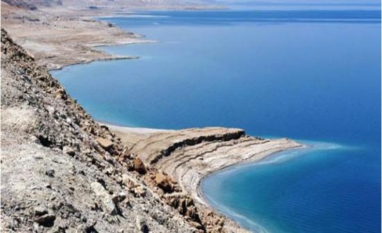 """""""مقاومة التطبيع """" تطالب بتوضيح حقائق وجود النفط في البحر الميت"""