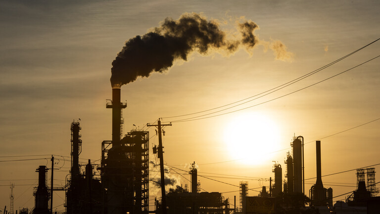 """تقرير: دول """"أوبك+"""" قد تمدد تخفيضات الإنتاج الحالية غير المسبوقة"""