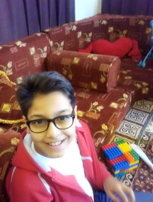 """الطفل """"جواد موسى الملاح"""" يطفئ الشمعه (11) من عمره"""