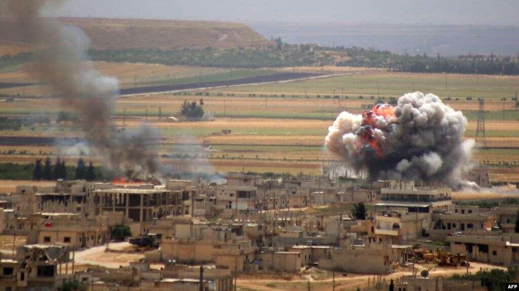 ماذا يفعل وزير الدفاع السوري قرب خطوط المواجهة في ريف ادلب ؟
