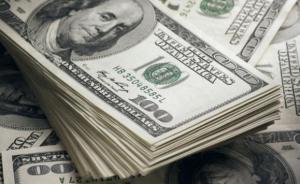 الدولار يهبط من أعلى مستوى له