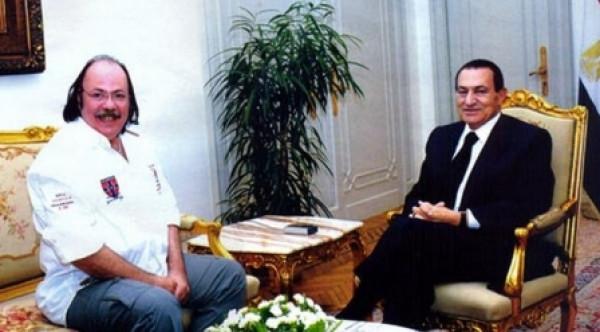 ما قصة الملايين التي دفعها حسني مبارك لعلاج طلعت زكريا؟