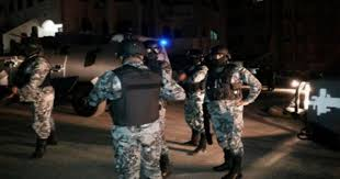 اندلاع مشاجرة تخللها اعتقالات و تحطيم مركبات امام مستشفى البشير