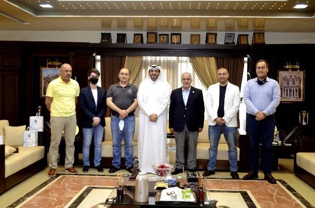 رئيس جامعة عمان الأهلية يكرم أمين عام الاتحاد العربي لكرة الطاولة ورئيس الاتحاد الأردني لكرة الطاولة