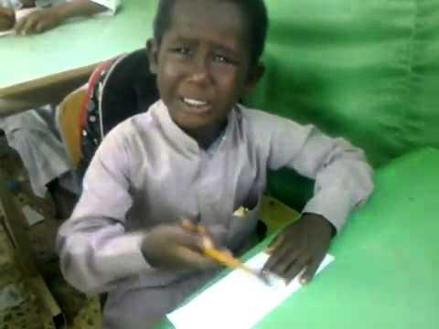 فيديو لطفل يبكي يهز قلوب السعوديين