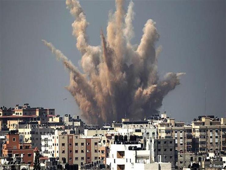 بالفيديو :18 اصابة بقصف صهيوني دمر مركزًا ثقافيًا في غزة