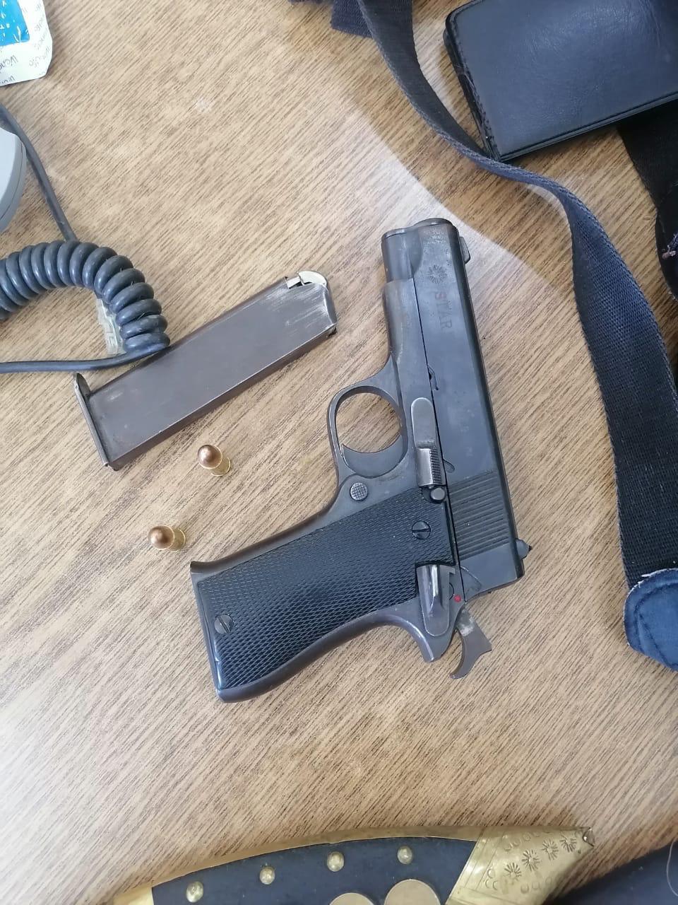 ضبط مطلوب بحوزته مواد مخدرة وسلاح ناري ومركبة مسروقة في احدى مناطق البادية الشمالية
