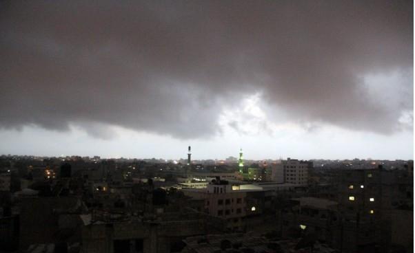 صور ..  الغيمة السوداء التي اعتلت سماء قطاع غزة وأثارت مخاوف المواطنين