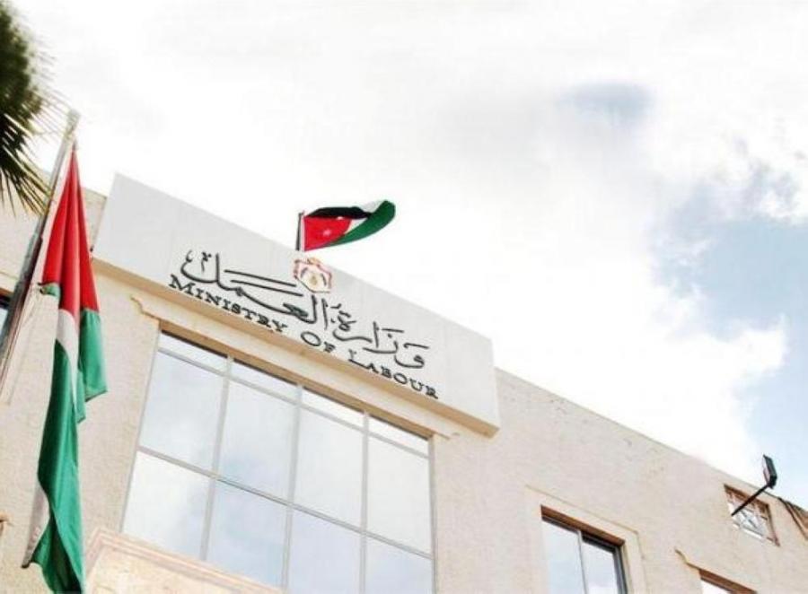 صناعيون يطالبون وزارة العمل بالسماح باستقدام العمالة الوافدة لبعض المهن