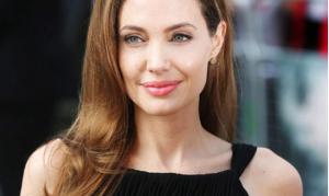 أنجلينا جولي تبحث عن طفل سابع للتبني