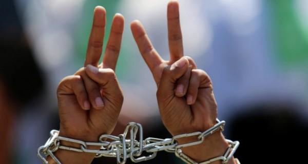 3 أسرى يواصلون إضرابهم عن الطعام