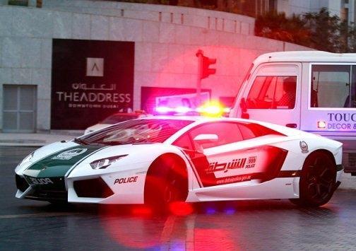 امرأة ترتكب 15 مخالفة مرورية في أبو ظبي بسيارة طليقها