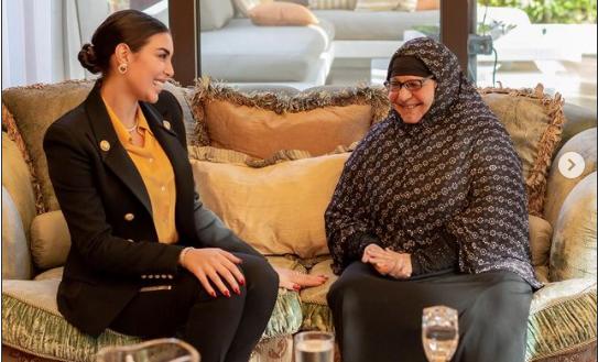 ياسمين صبري تلتقي سيدة المطر في منزلها