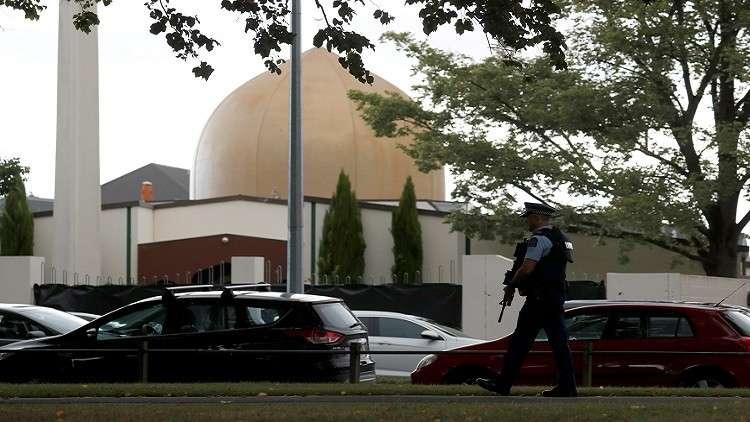شاهد عيان في مجزرة المسجدين :احد المصليين حاول نزع السلاح من الارهابي و الشرطة وصلت بعد 20 دقيقة