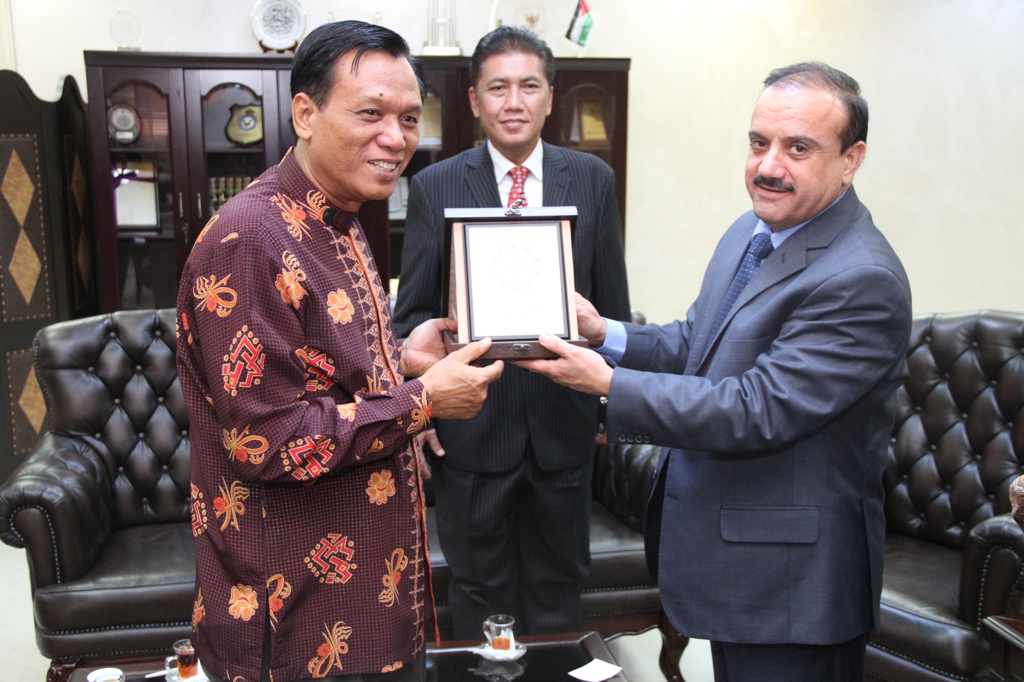 السفير الاندونيسي يزور جامعة العلوم الإسلامية العالمية