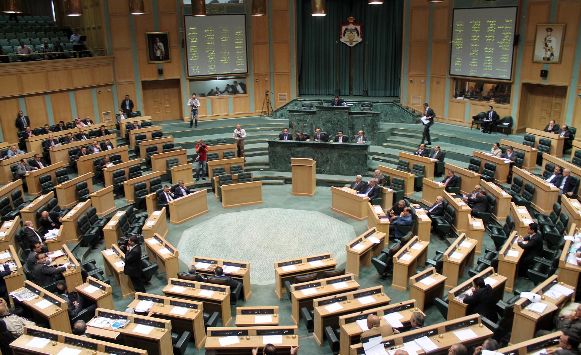 الحكومة  ستجيب على 15 سؤالا مطروحا من النواب خلال الجلسة المسائية اليوم