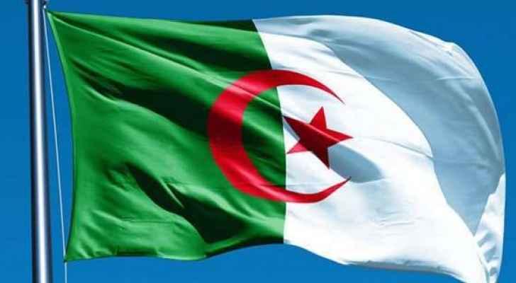 توقيف 5 جنرالات في الجزائر بعد اقالتهم بشبهات فساد