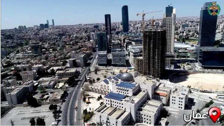 """بالفيديو  ..  هكذا ظهرت عمان و إربد بعدسة طائرة """"الدرون"""" يوم الجمعة بعد فرض حظر التجول الشامل"""
