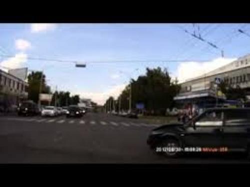بالفيديو ..  حاول أن تعرف من أين أتت تلك السيارة ؟