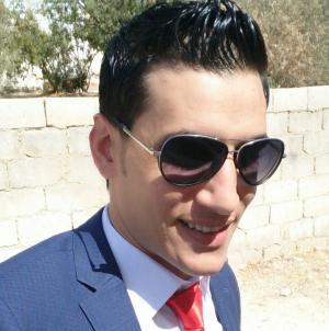 محمد العدينات مبارك النجاح في تخصص الصيدلة