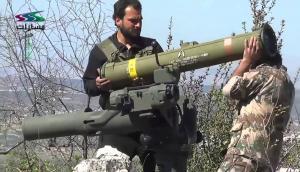 """بالفيديو .. لحظة تطاير جنود """"الاسد"""" في الهواء بعد ضربهم بصاروخ"""