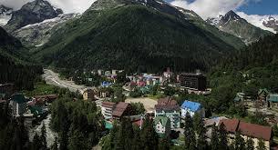 جبال تنهار وأبنية تتطاير في عاصفة تضرب القوقاز ..  فيديو