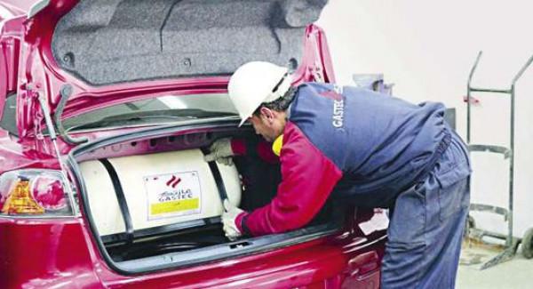 ما مزايا الغاز الطبيعي للسيارات ..  وهل سيصمد أمام المد الكهربائي؟