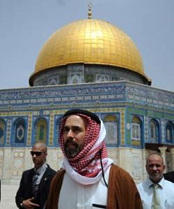 """الأمير """"غازي بن محمد"""" يطالب بإبطال تحريم زيارة """"الأقصى"""""""