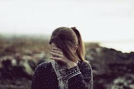 خوفي من الناس جعلني صامتة