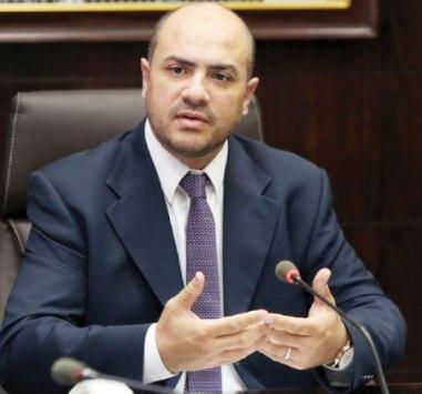 وزير الاوقاف يفرغ موظفاً لخدمة حاج و زوجته طيلة فترة الحج