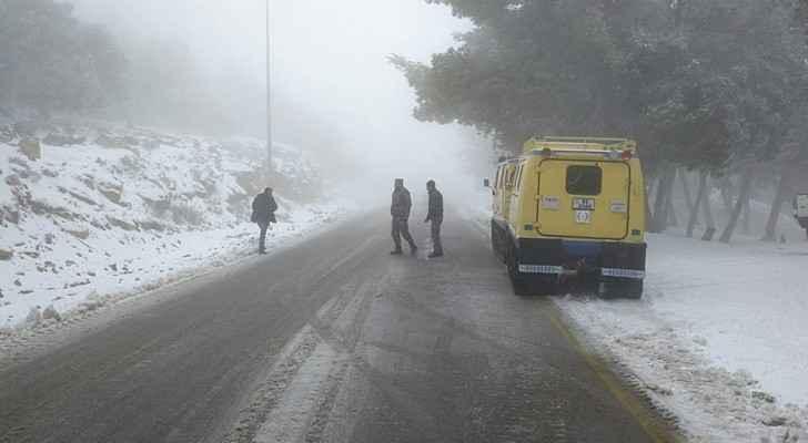 اخلاء 22 موظفة حاصرتهم الثلوج في الطفيلة