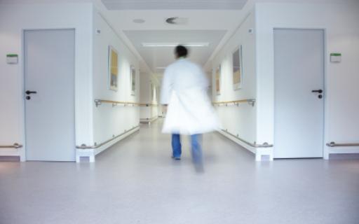 القبض على طبيب حاول التحرش بمريضة واستدراجها