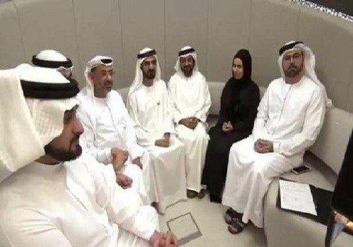 بالفيديو .. محمد بن راشد شاهدا على زواج غير اعتيادي