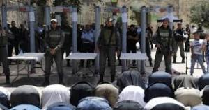 بيت لحم :  حرق مجسمات بوابات الكترونية والاحتلال يقمع التظاهرة