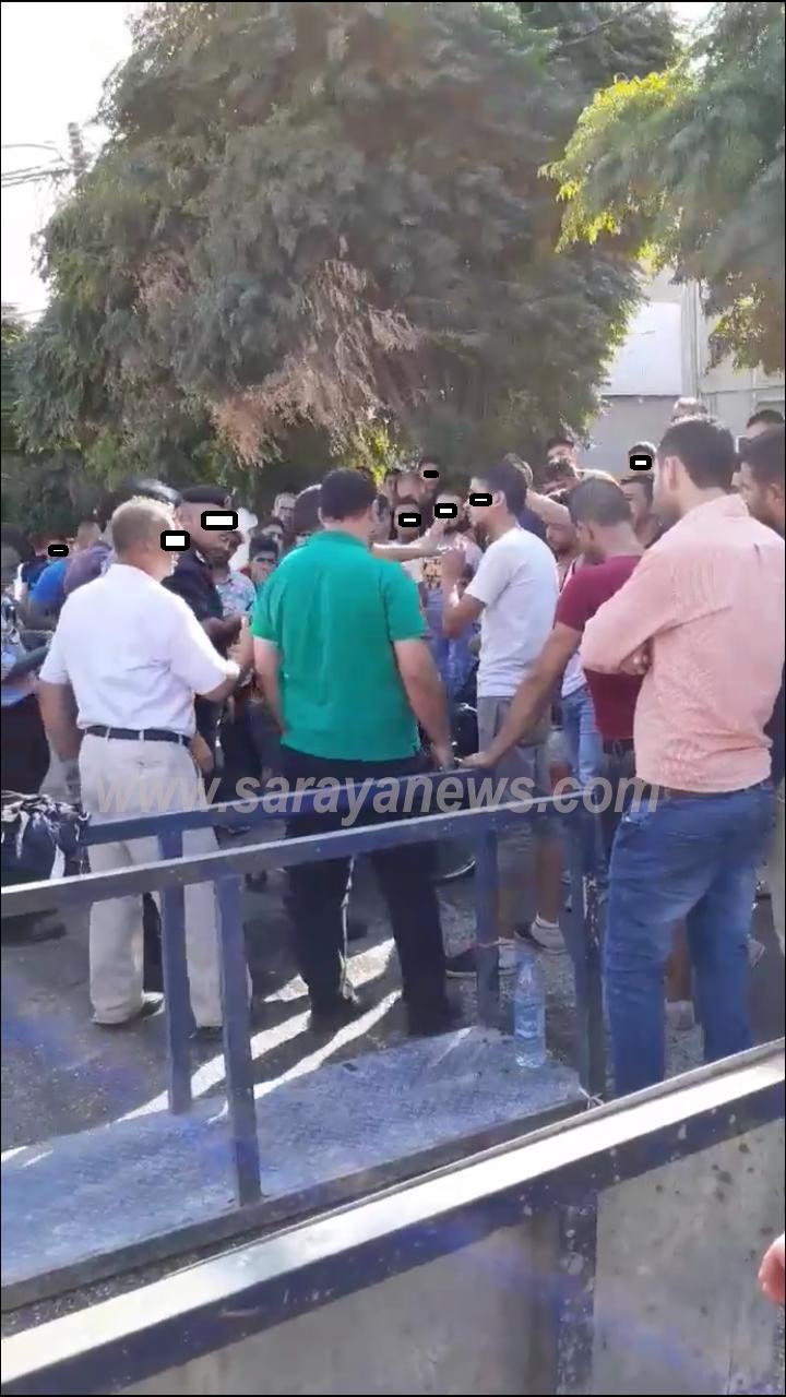 بالصور   ..  اربد: شبان يهددون بحرق أنفسهم احتجاجاً على مصادرة البسطات من قبل البلدية