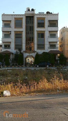 شقه مساحتها 177 م2 تبعد عن الدوار السابع 5 دقائق قريبة من فندق افيريست للبيع من المالك مباشرة