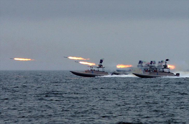 صواريخ على متن قوارب صغيرة  تثير خوف ترامب من إيران