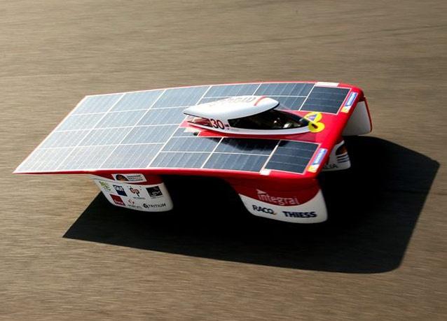 بالصور: أستراليا تستعد لسباق السيارات العاملة بالطاقة الشمسية 2013