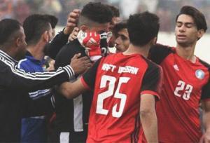 حارس عراقي يكظم الحزن على ابنته امام زملائه لخوض مباراة مهمة