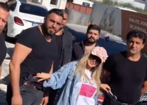 """بالفيديو  ..  حليمة بولند تستفز العرب بعد استئجار """"حراس شخصيين"""" لها في تركيا"""