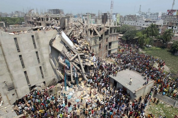 بالصور والفيديو  ..  مقتل 82 شخصا في انهيار مبنى ببنغلادش