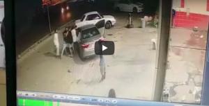 """بالفيديو ..  الشرطة تُطيح بأطراف """"مشاجرة الموت"""" في منطقة العريش"""